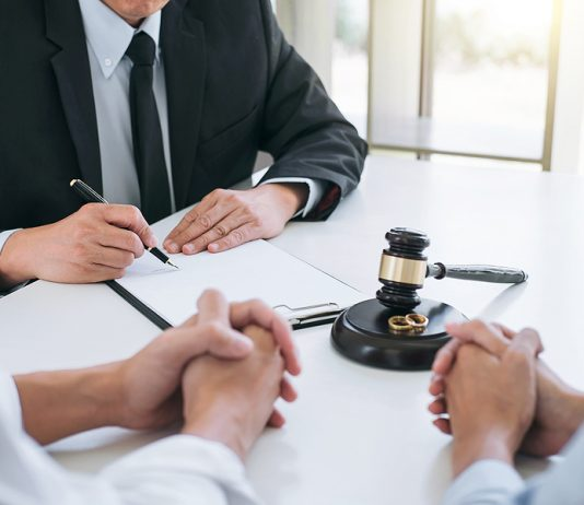 Family law specialist helping a couple on their separation